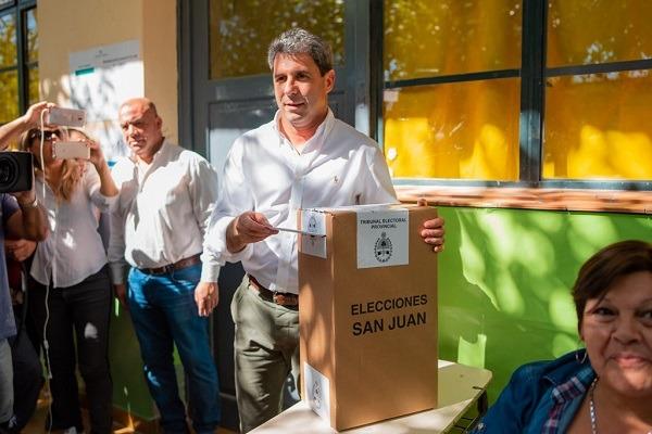 Uñac votó en Pocito y aseguró que la paz social de San Juan fue construida por oficialistas y opositores