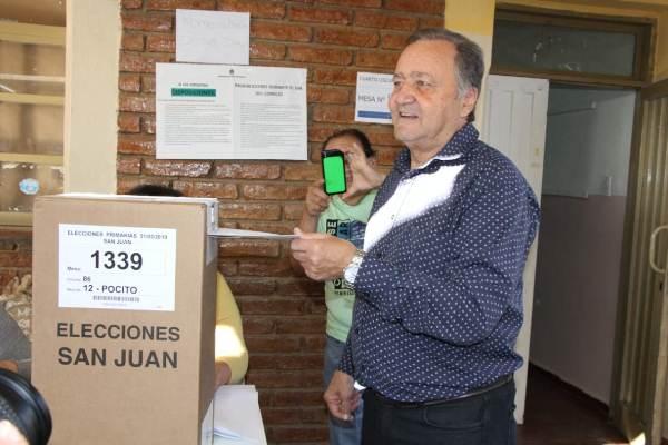 """Armando Sánchez pidió ir a votar """"para que la democracia siga por siempre en el país"""""""