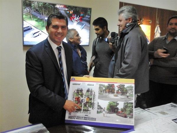 Orrego presentó el proyecto de la remodelación de la plaza de Santa Lucía