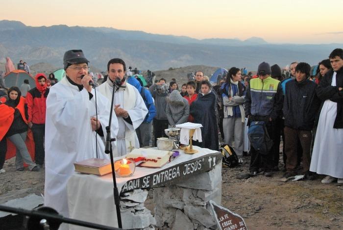 Ultiman detalles para el ascenso a las Sierras Azules en Zonda