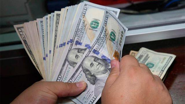 El dólar sube a los $46,10 en una jornada negra para los mercados