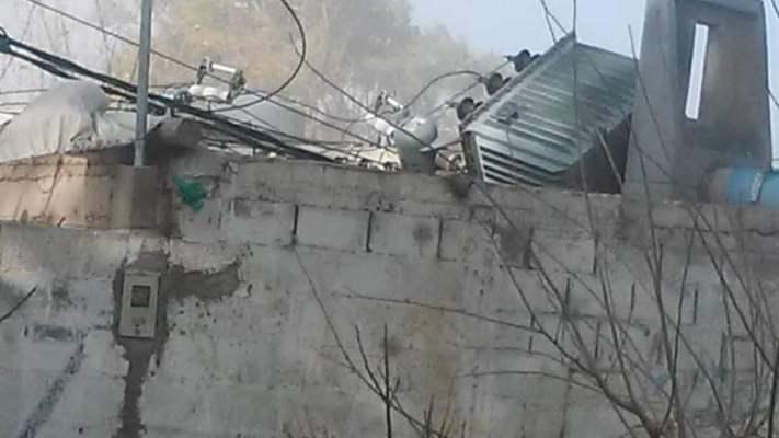 Pocito: cayó un transformador en el techo de una vivienda y la destruyó