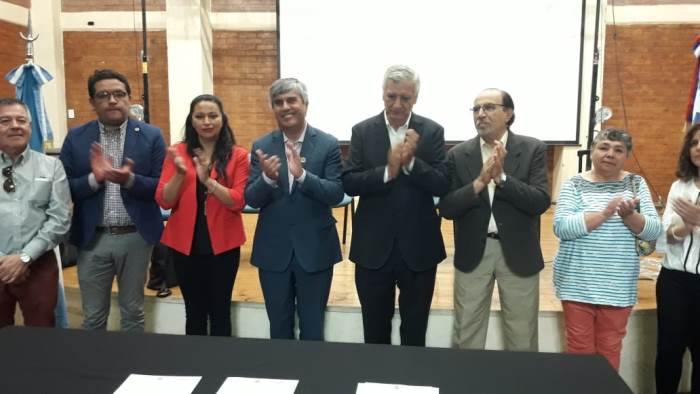 En Rawson firmaron un acta con las juntas de vecinos de la Región de Coquimbo de Chile