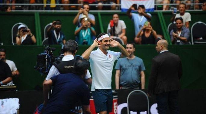 Todos aman a Roger Federer: el mensaje de Diego Maradona y el regalo de Juan Román Riquelme