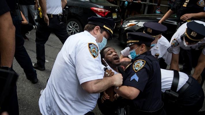 Las protestas y disturbios contra la violencia policial se extienden por todo EEUU