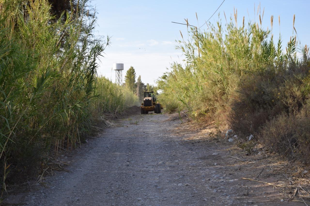 Pocito: limpieza y ensanche de calle Chacabuco