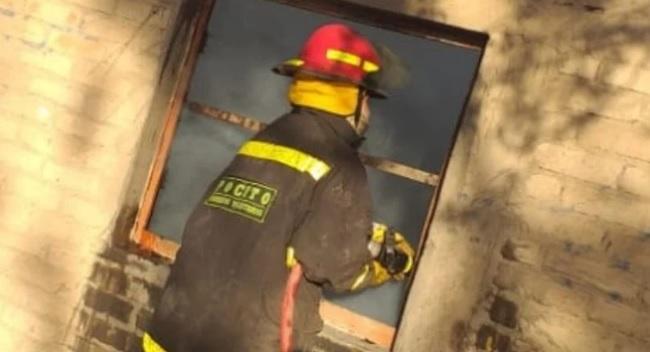 Una familia a la calle: se incendió su casa mientras dormían