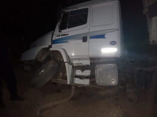 25 de Mayo: camionero se quedó dormido, volcó y está muy grave