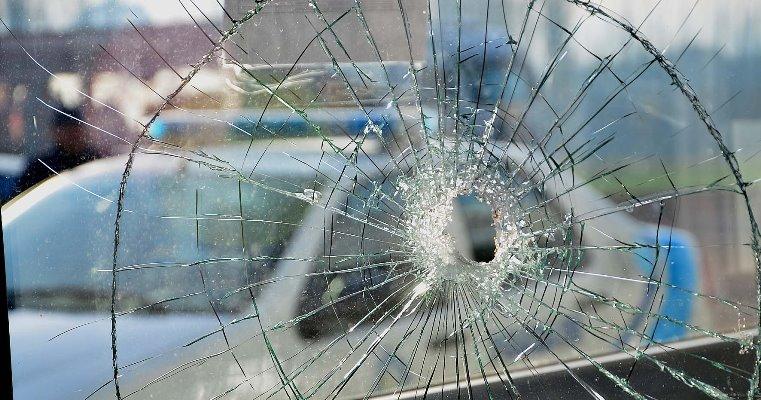 Rawson: una pelea dejó dos heridos y dos móviles policiales rotos