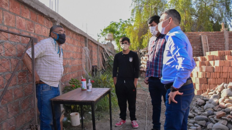Chimbas: Con ayuda de la comunidad y el municipio, le reconstruyen la casa un vecino de Loteo San Julián