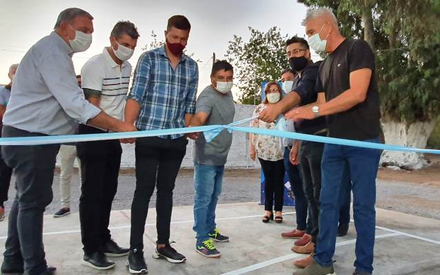 Sarmiento: Inauguran un playón polideportivo en el Club Sociedad Sportiva La Colonia