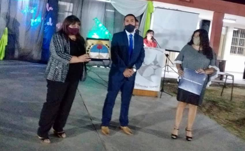 Caucete: entregaron una bandera ciudadana a la Escuela  Alfonsina  Storni