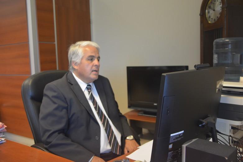El ministro de Producción y Desarrollo Económico, Andrés Díaz Cano, tiene coronavirus