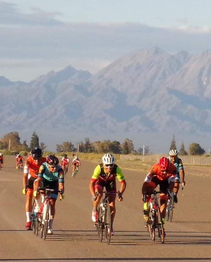 Ciclistas de Valle Fértil participaron de una carrera en Jáchal
