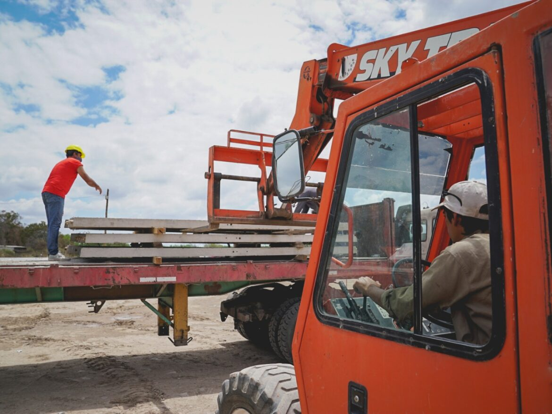 Pocito adquirió 120 pilastras para que vecinos de un sector de La Rinconada recuperen la energía eléctrica