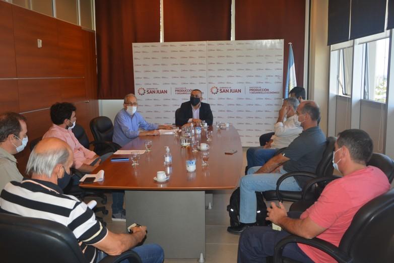Programa de Financiamiento Vitivinícola: cinco bodegas firmaron un convenio para recibir la uva de viñateros locales