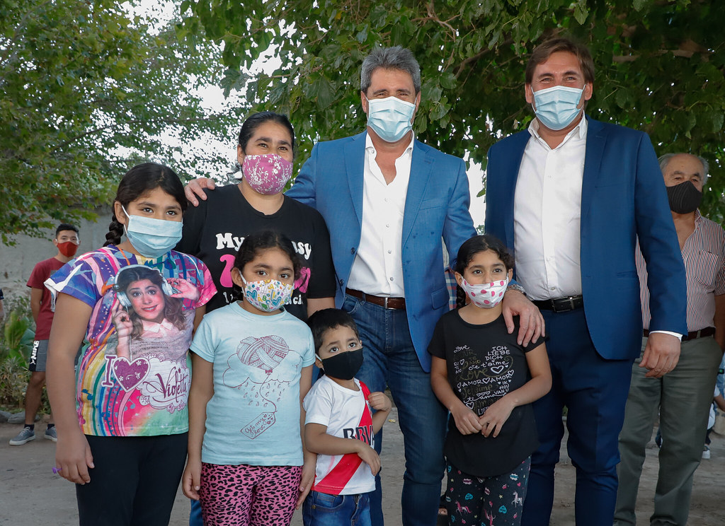 Angaco: Uñac anunció la construcción de 300 viviendas