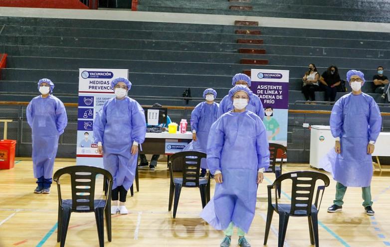 Continúan con la vacunación a personal de salud en el Estadio Aldo Cantoni