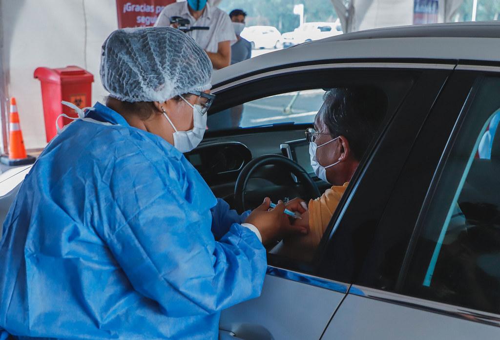 Vacunación en el AutoVac: cerca de 700 adultos mayores recibieron su primera dosis