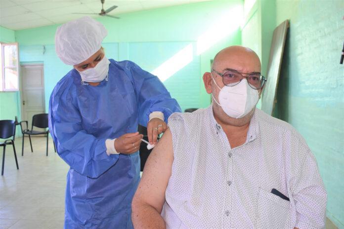 El intendente de Ullum se vacunó contra el coronavirus