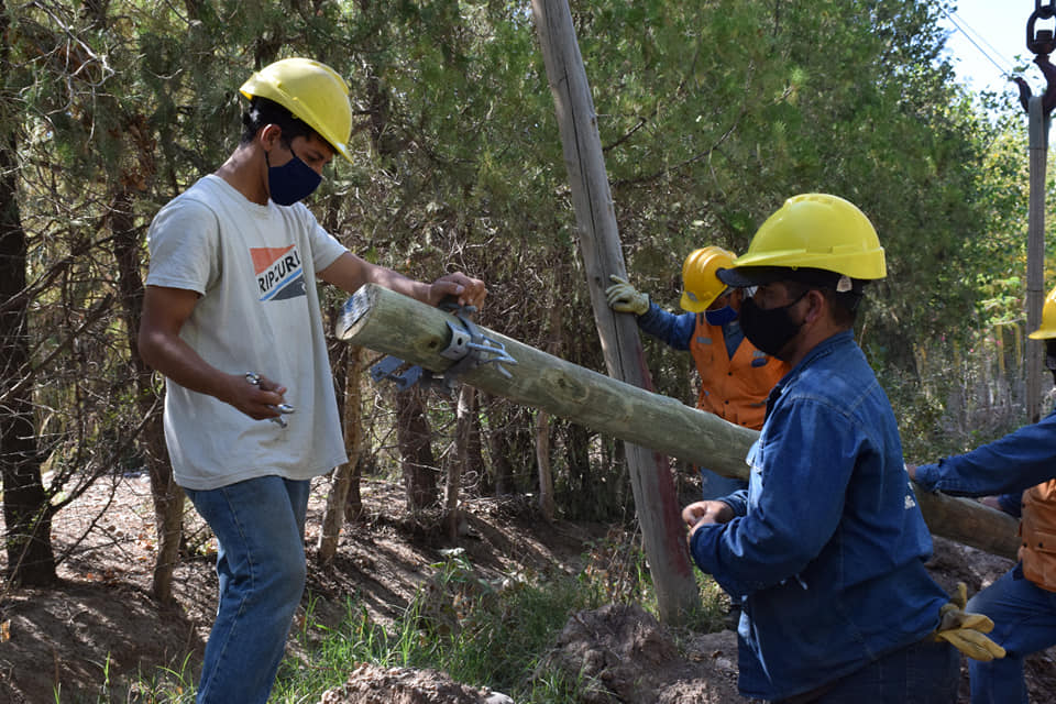 Continúan realizando obras de alumbrado público en Pocito