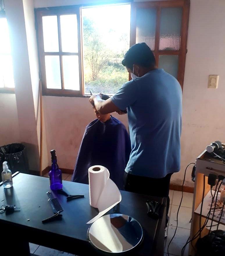 Sarmiento realizó el primer operativo de peluqueros sin fronteras