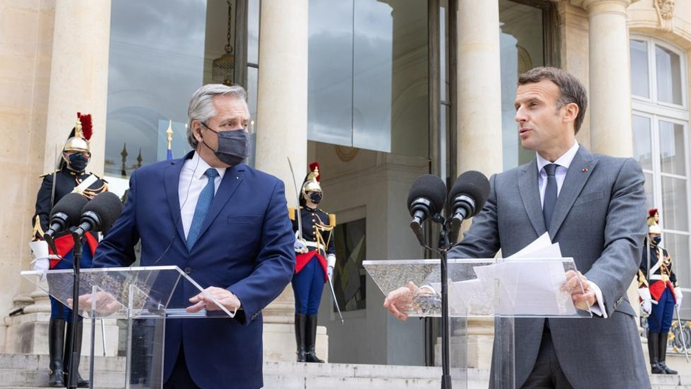 Fernández agradeció a Macron su apoyo a la Argentina en la renegociación de la deuda
