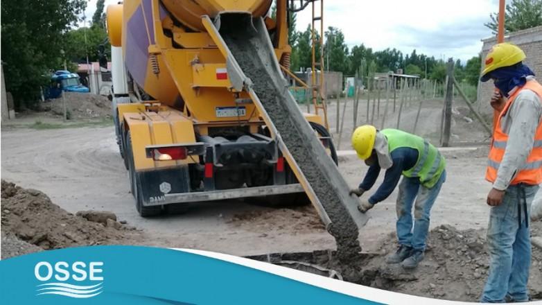 La obra de provisión de agua potable y sistema cloacal Alto de Sierra y Santa Lucía este, con 90% de avance