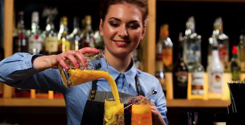 Continúan las capacitaciones laborales en Zonda: ahora entrenaron bartenders
