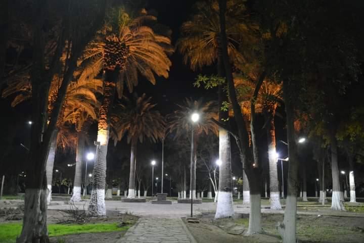 Estrenando luminaria: así de linda quedó la plaza del Médano de Oro
