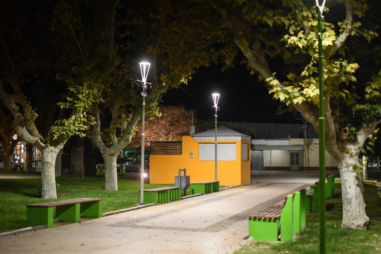 Reconvierten a LED la iluminación de la plaza principal de Pocito