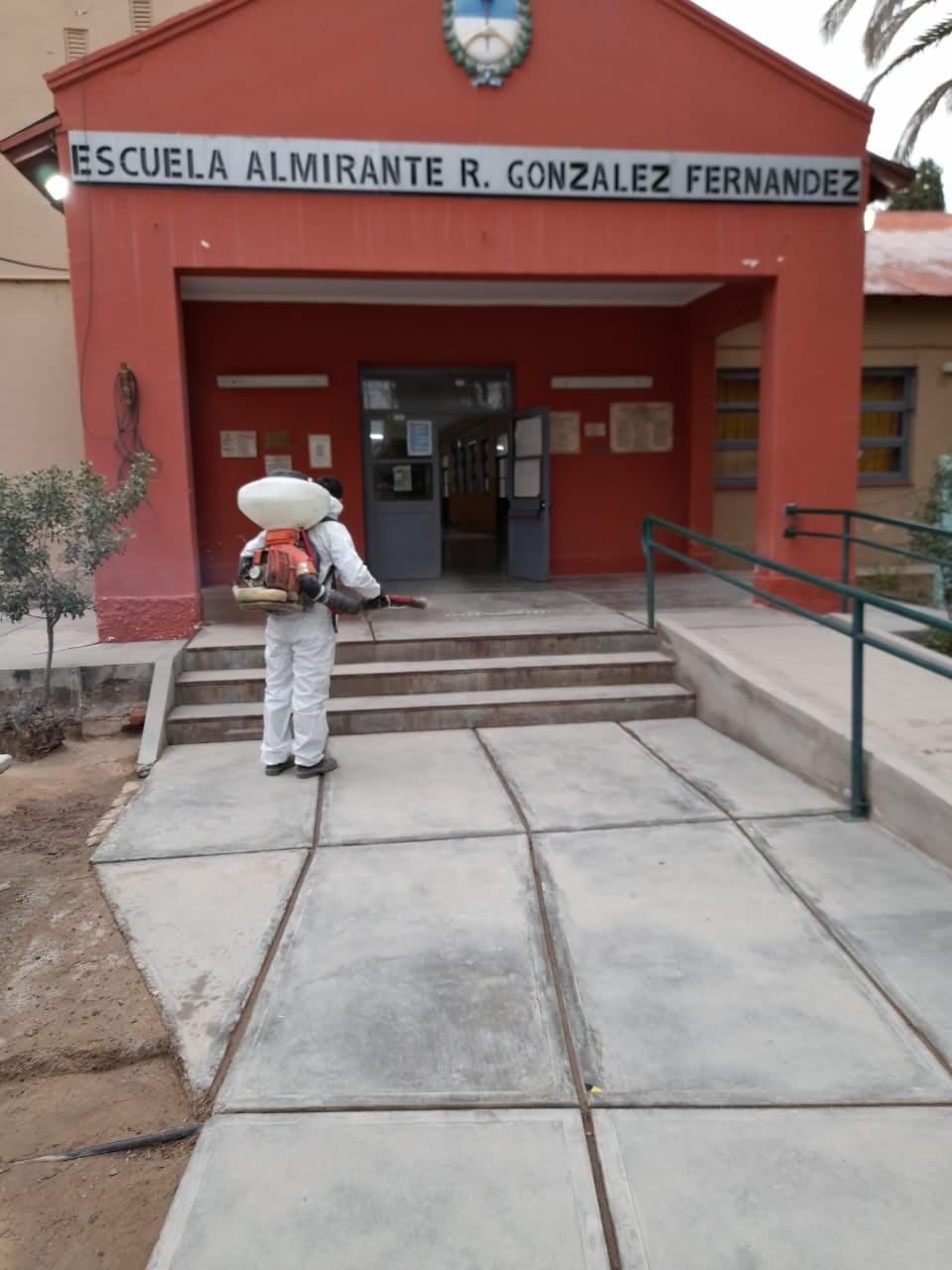 Aplican solución clorada en escuelas de Jáchal