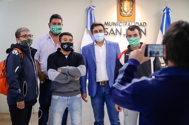 Más becarios de Capital celebran el ascenso a contrato