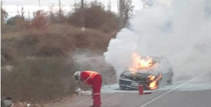 Se incendió un auto en Albardón