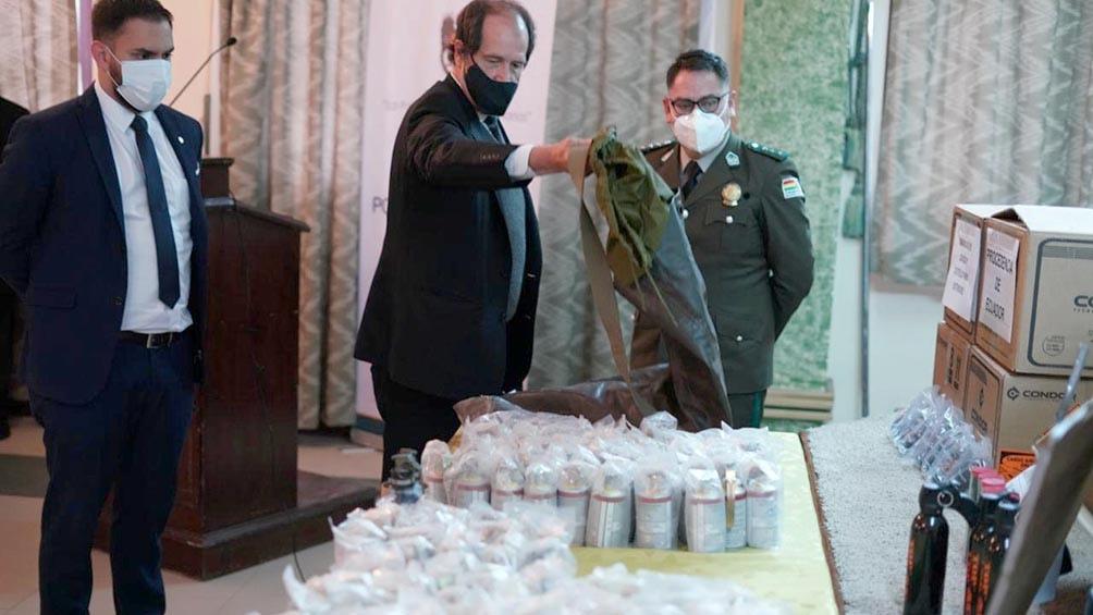"""Bolivia exhibió las municiones encontradas y denunció """"tráfico ilegal"""""""