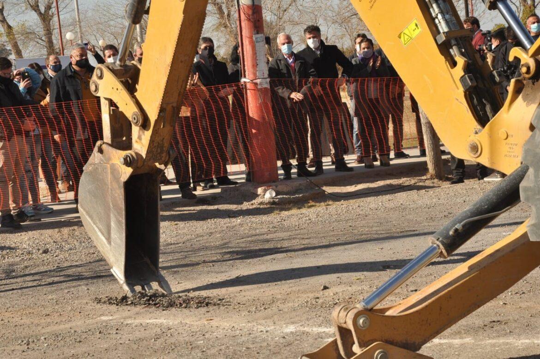 Inicio de la obra de cloacas en barrio Fanzolato en Rawson